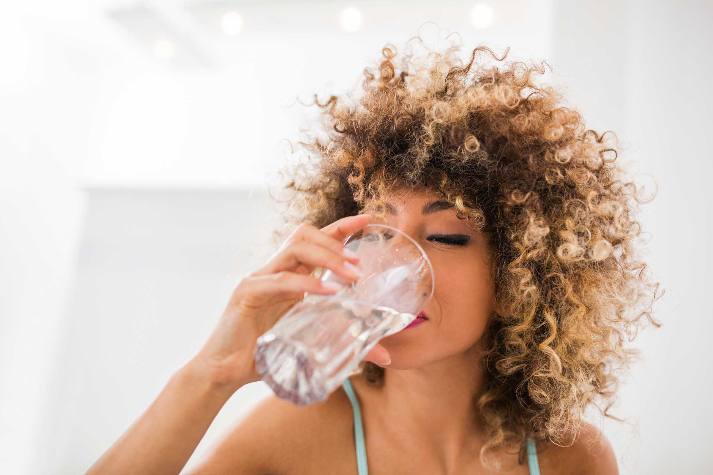 Bottoms Up: Tips How to Drink 1 Gallon of Water PER DAY